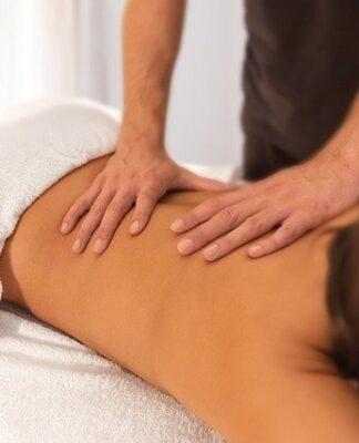 ile zarabia masażysta